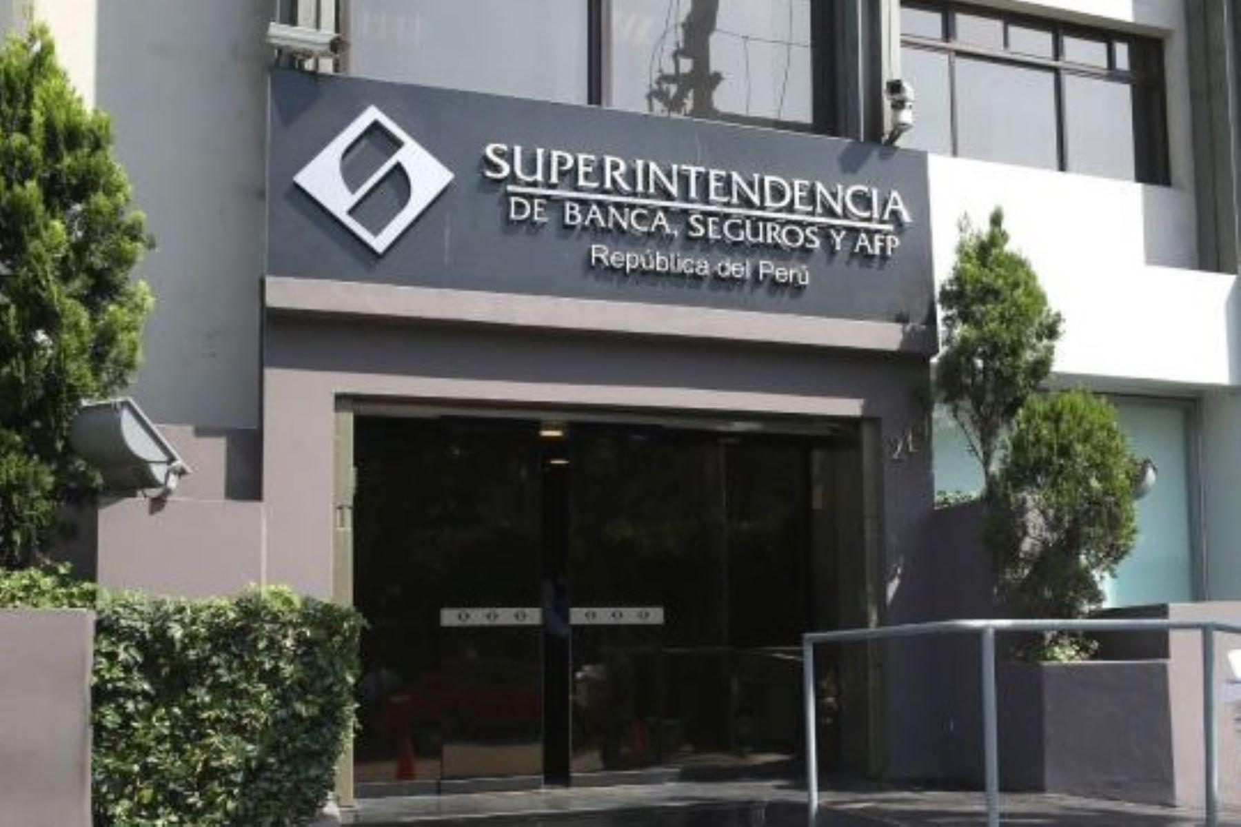 """SBS fija en S/ 1000 el monto máximo para retiros y depósitos diarios en """"cuentas básicas"""""""